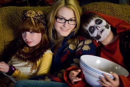Skyler Gisondo e Scout Taylor-Compton in una scena del film Halloween
