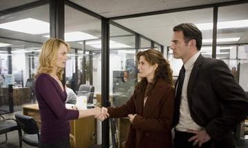 Amber Valletta, Sandra Bullock e Julian McMahon in una scena del film Premonition