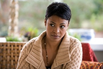 Nia Long in una scena del film Premonition