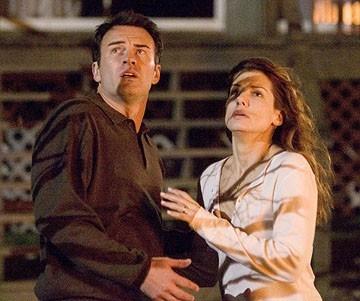 Sandra Bullock con Julian McMahon in una scena del film Premonition