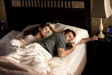 Sandra Bullock e Julian McMahon in una scena del film Premonition