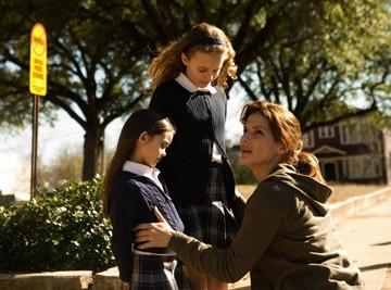 Shyann McClure, Courtney Burness e Sandra Bullock  in una scena del film Premonition