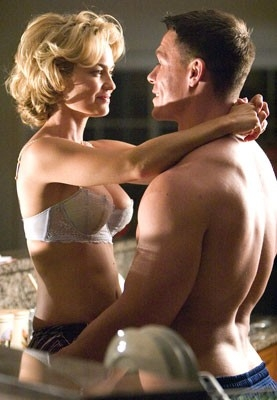 John Cena con Kelly Carlson in una scena del film Presa Mortale