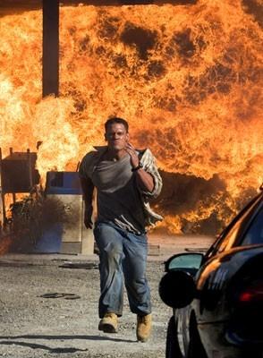 John Cena in una scena 'esplosiva' del film Presa Mortale