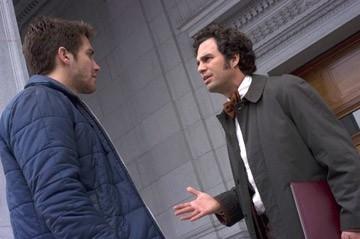Mark Ruffalo e Jake Gyllenhaal in una scena del film Zodiac