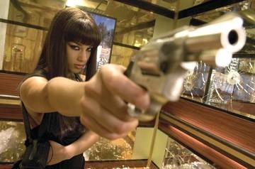 Alicia Keys in una scena del film 'Smokin' Aces' (2007)