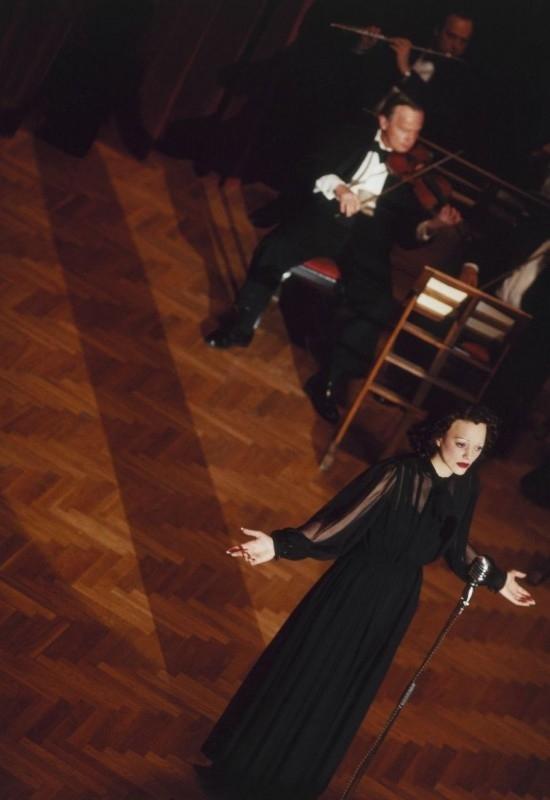 Marion Cotillard è Edith Piaf nel film La vie en rose