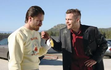 Martin Henderson e Chris Pine in una scena del film Smokin' Aces
