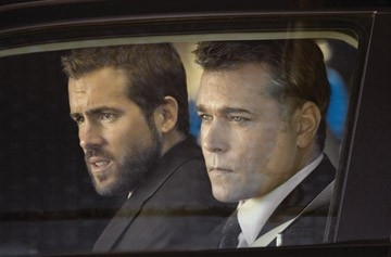 Ray Liotta e Ryan Reynolds in una sequenza di 'Smokin' Aces'