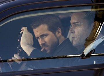 Ray Liotta con Ryan Reynolds in una scena di 'Smokin' Aces'