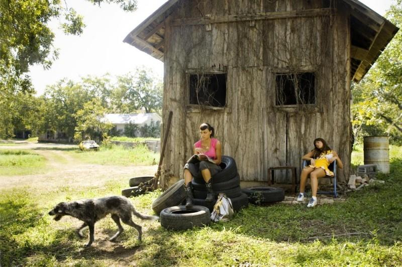Rosario Dawson e Mary Elizabeth Winstead  in una scena di Death Proof, episodio del double feature Grind House