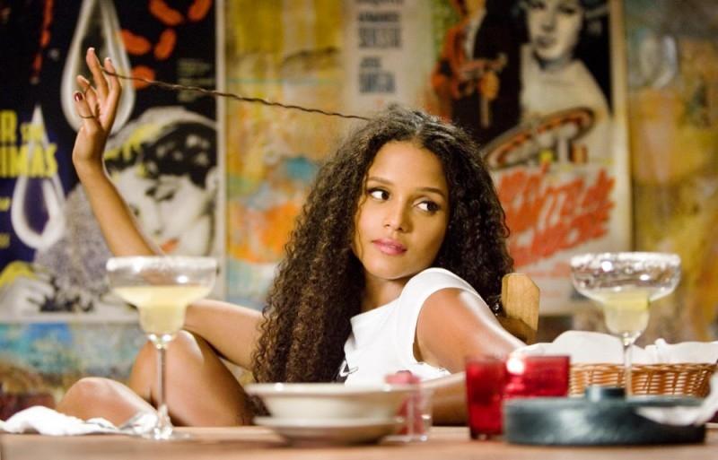 Sydney Tamiia Poitier (figlia di Sydney Poitier) in una scena del film Death Proof, episodio del double feature Grind House