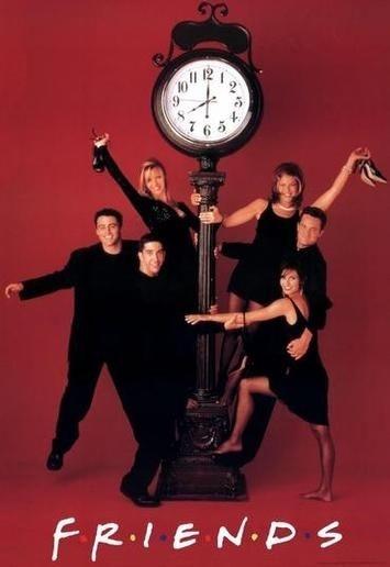 Un'immagine promozionale della serie Friends con i protagonisti sotto un orologio