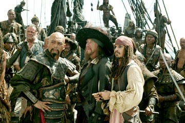 Geoffrey Rush, Johnny Depp e Chow Yun-Fat in una scena di Pirates of the Caribbean: At Worlds End