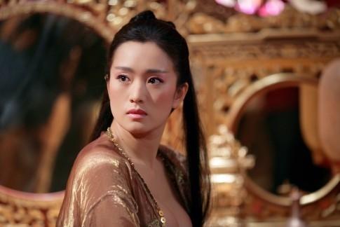 Una splendida Gong Li in una scena del film La città proibita