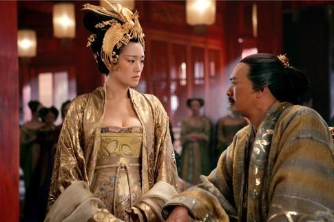 Gong Li in una scena del film La città proibita, 2006