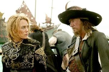 Keira Knightley e Geoffrey Rush in una scena di Pirates of the Caribbean: At Worlds End