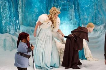 Tony Cox, Jennifer Coolidge e Kevin Hart in.jpg in una scena di Epic Movie