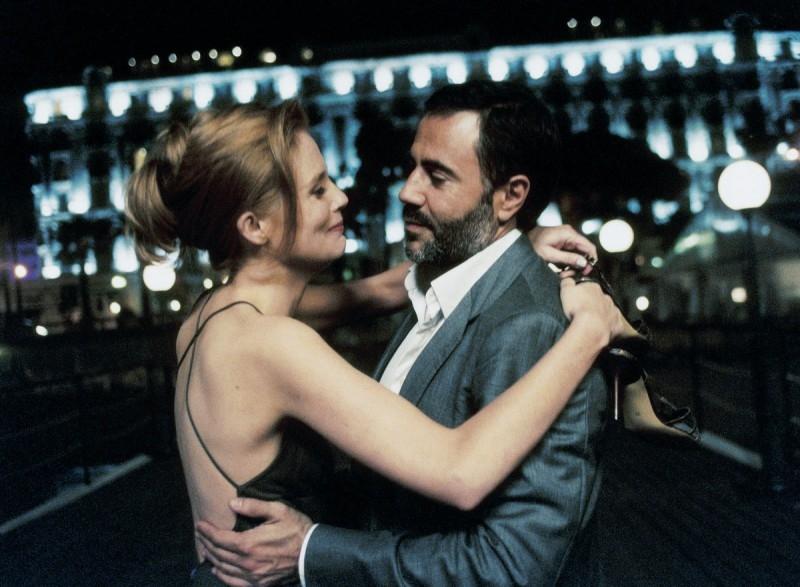 Isabelle Carré e José Garcia ballano inHotel a cinque stelle