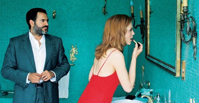 Isabelle Carré si trucca davanti a José Garcia in Hotel a cinque stelle