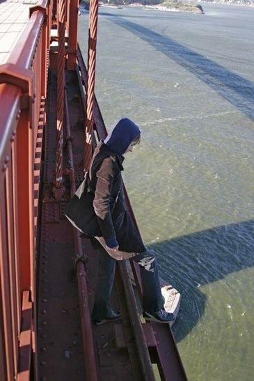 Una scena del film The Bridge