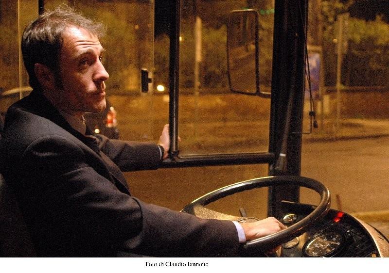 Valerio Mastandrea in una scena di Notturno Bus
