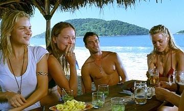 Beau Garrett, Olivia Wilde, Josh Duhamel e Melissa George in una scena del film Turistas