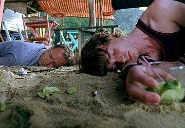 Desmond Askew e Max Brownin una scena del film Turistas