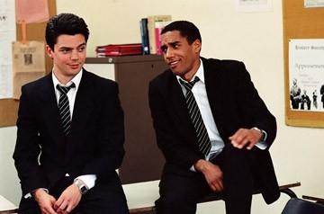 Dominic Cooper e Samuel Anderson in.jpg in una scena del film The History Boys