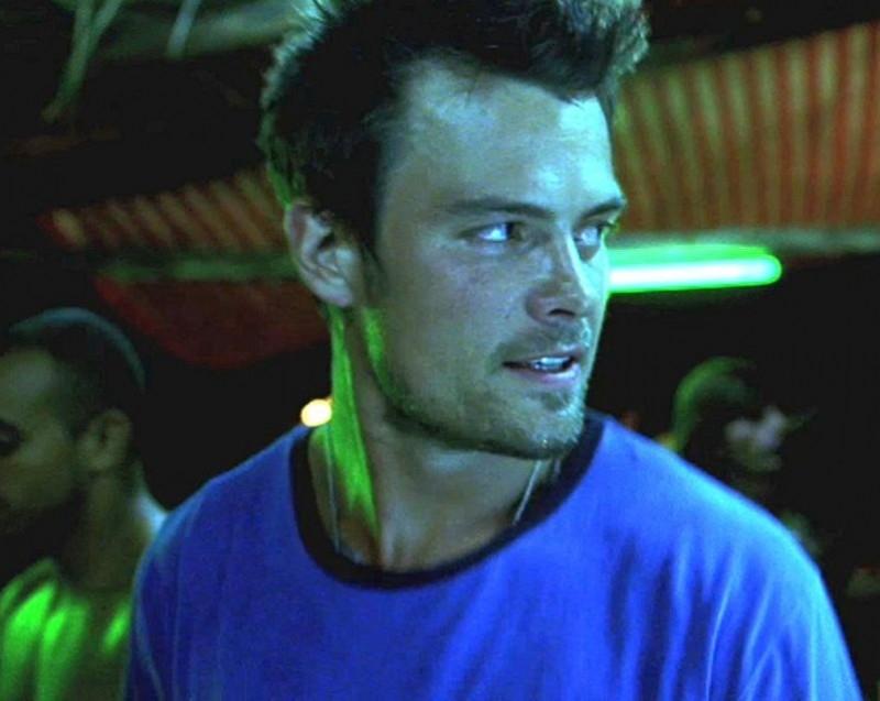 Un primo piano di Josh Duhamel  in una scena del film Turistas