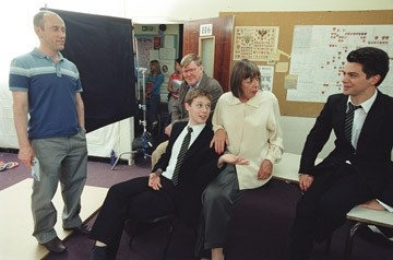 Nicholas Hytner, Samuel Barnett,  Alan Bennett, Frances de la Tour  e Dominic Cooper sul set del film The History Boys