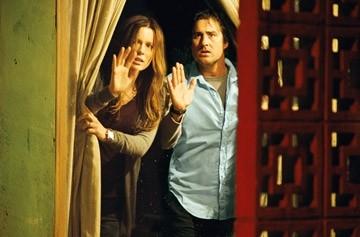 Kate Beckinsale con Luke Wilson in una scena del film Vacancy