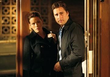 Kate Beckinsale accanto a Luke Wilson in una scena del film Vacancy