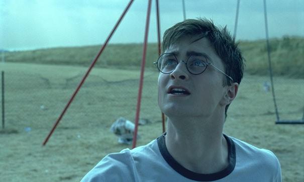 Daniel Radcliffe in una scena drammatica del film Harry Potter e l'Ordine della Fenice