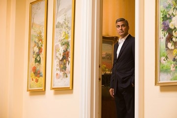 George Clooney in una scena del film Ocean's Thirteen