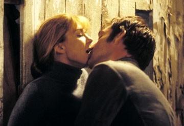 Marton Csokas e Natasha Richardson in una scena del film Follia
