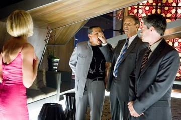 Matt Damon e Bob Einsteinin una scena del film Ocean's Thirteen