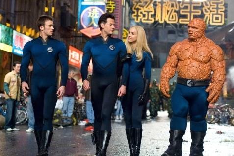 Chris Evans con Ioan Gruffudd, Jessica Alba e Michael Chiklis ne I fantastici 4 e Silver Surfer