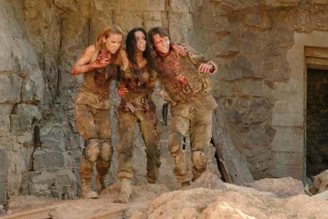 Daniella Alonso, MIchael McMillian e Jessica Stroup in una scena di The Hills Have Eyes II