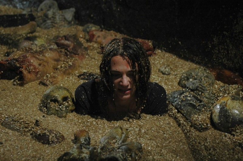 Asia Argento in una disgustosa scena del film La terza Madre
