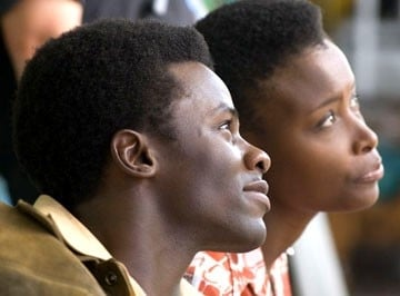Bonnie Henna e Derek Luke in una scena del film Catch a Fire
