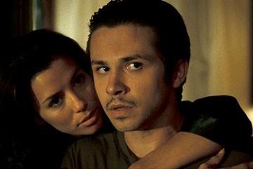 Eva Longoria e Freddy Rodriguez in una scena del film Harsh Times - I giorni dell'odio