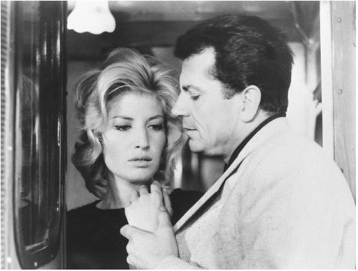 Monica Vitti in una scena del film L'avventura (1960)