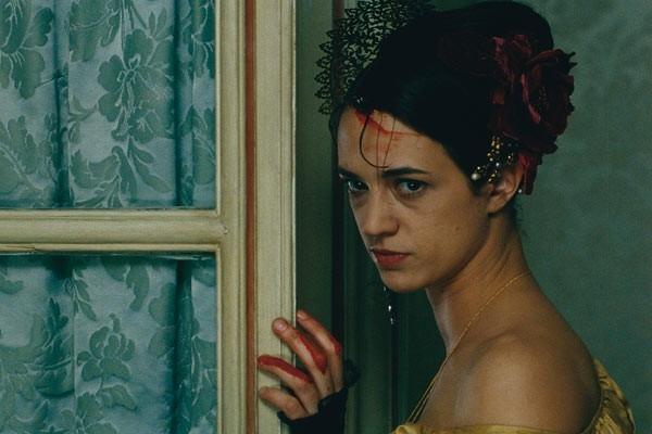 Asia Argento in una scena del film Une vieille maitresse