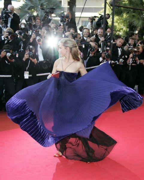 Cannes 2007: uno splendido abito blu notte per Vahina Giocante