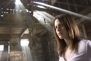 L'attrice Kristen Stewart in una scena del film The Messengers