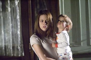 Kristen Stewart in una scena del film The Messengers