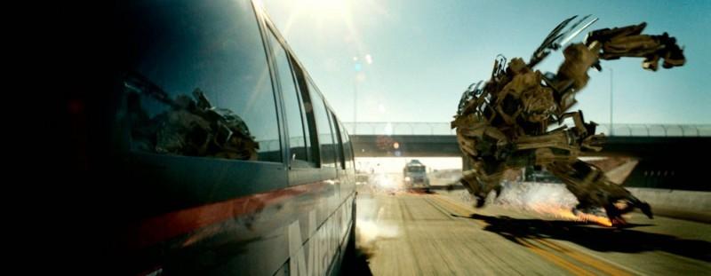 Una scena d'azione del film Transformers