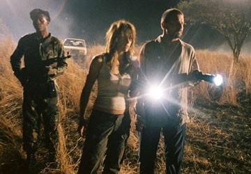 Brooke Langton con Dominic Purcell in una scena del film Primeval