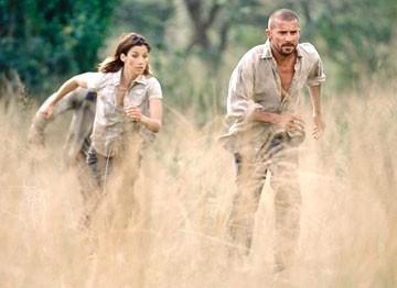 Brooke Langton e Dominic Purcell in una scena del film Paura primordiale